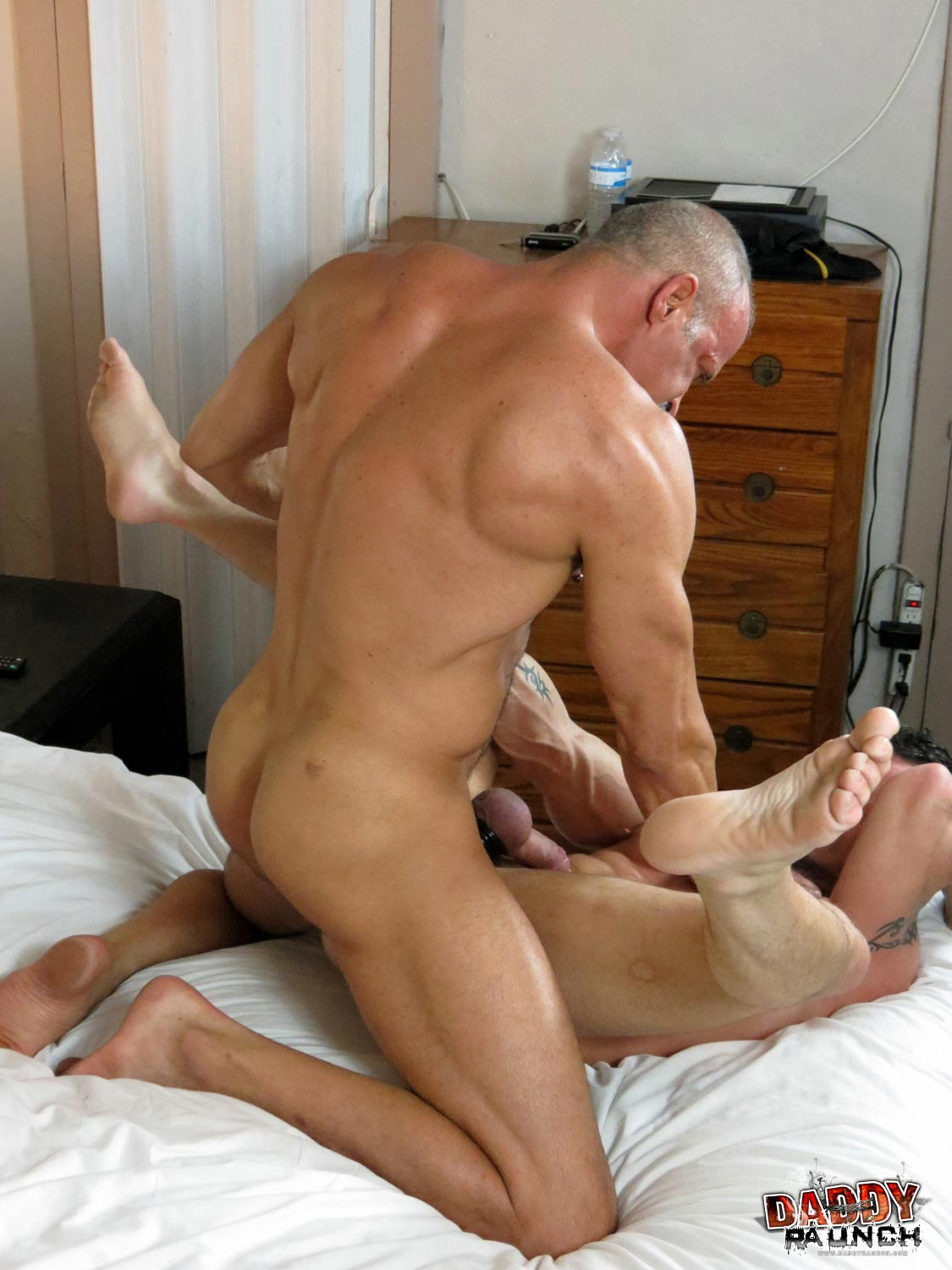 Hothouse muscular daddy austin wolf pounds tight ass 6