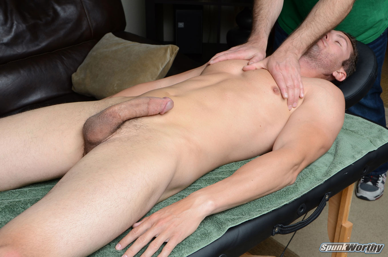 Straight Guy Gets Naked To Get Massaged