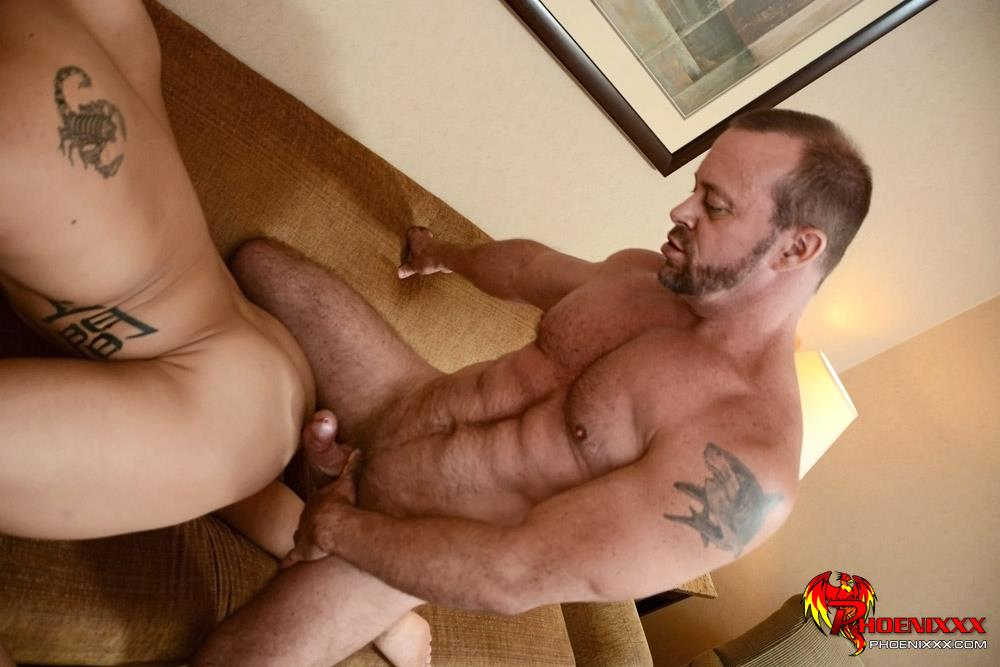 Muscular Bear Gets His Ass Nailed Till He Cums