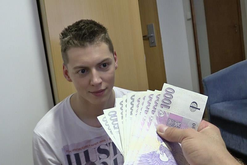 Czech-Hunter-Guy-Pays-Twink-For-Bareback-Sex-Amateur-Gay-Porn-08 Czech Twink Gets Barebacked By A Big Uncut Cock For Cash