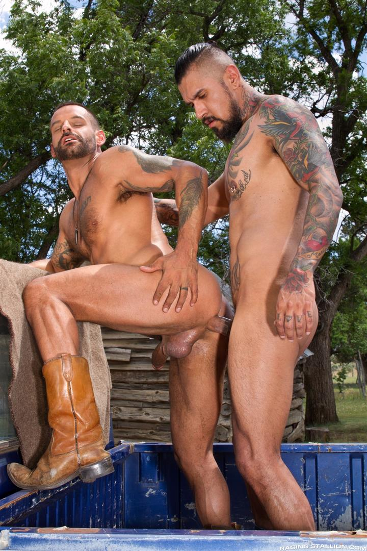Raging-Stallion-Boomer-Banks-and-David-Benjamin-Big-Uncut-Cock-Fucking-Amateur-Gay-Porn-11 Boomer Banks Fucking In The Back Of A Pickup With His Big Uncut Cock