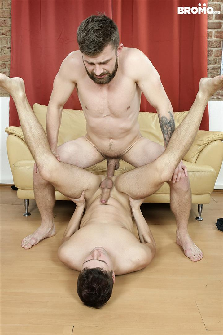 Bromo-Rudy-Valentino-Gay-Bareback-Sex-14 Rudy Valentino Takes A Huge Uncut Cock Up The Butt Bareback