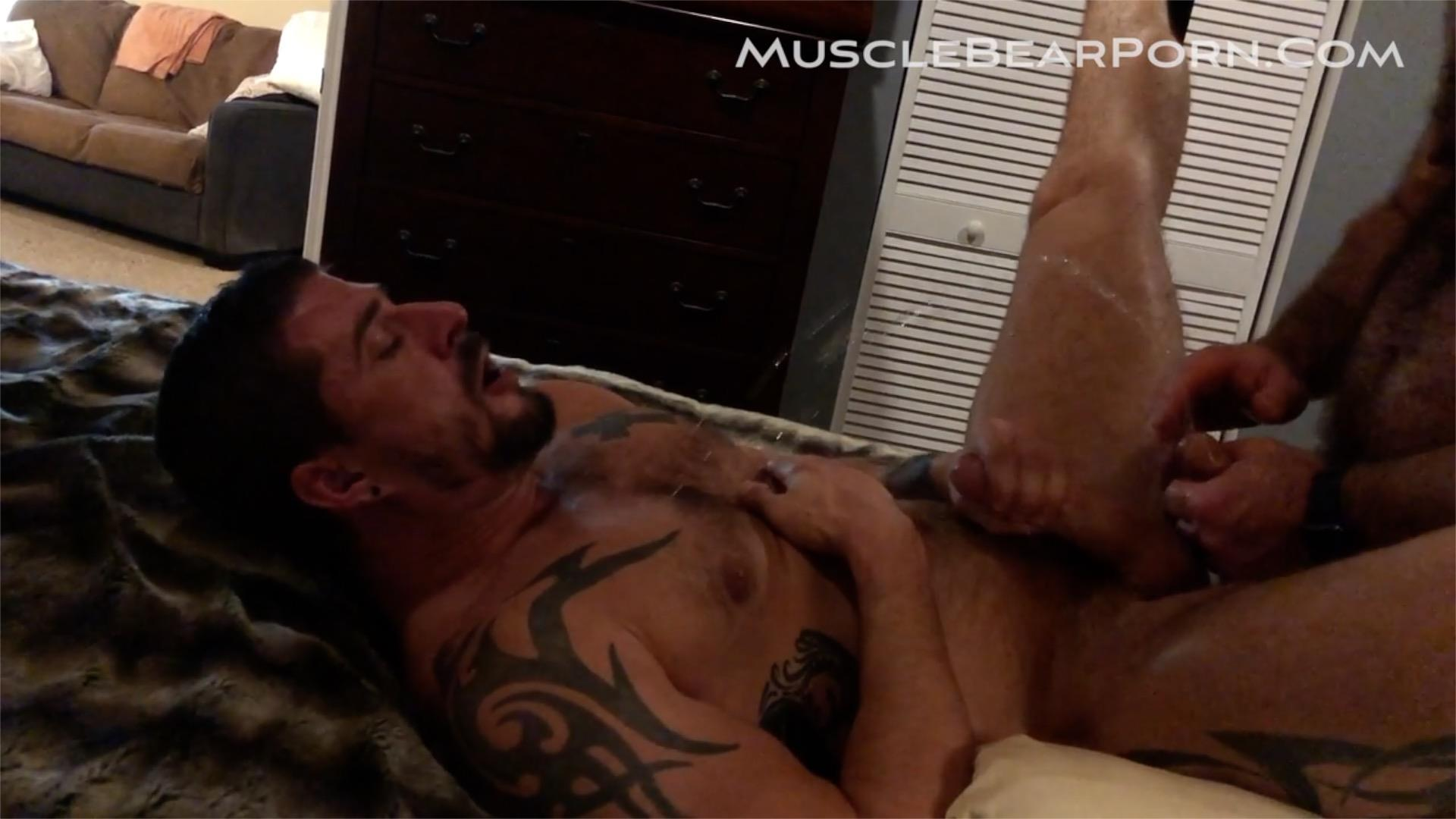 Muscle-Bear-Porn-Sean-Maygers-and-Will-Angell-Bearback-Homemade-Sex-Video-5 Sean Maygers Is Daddy Will Angell's Piss Pig